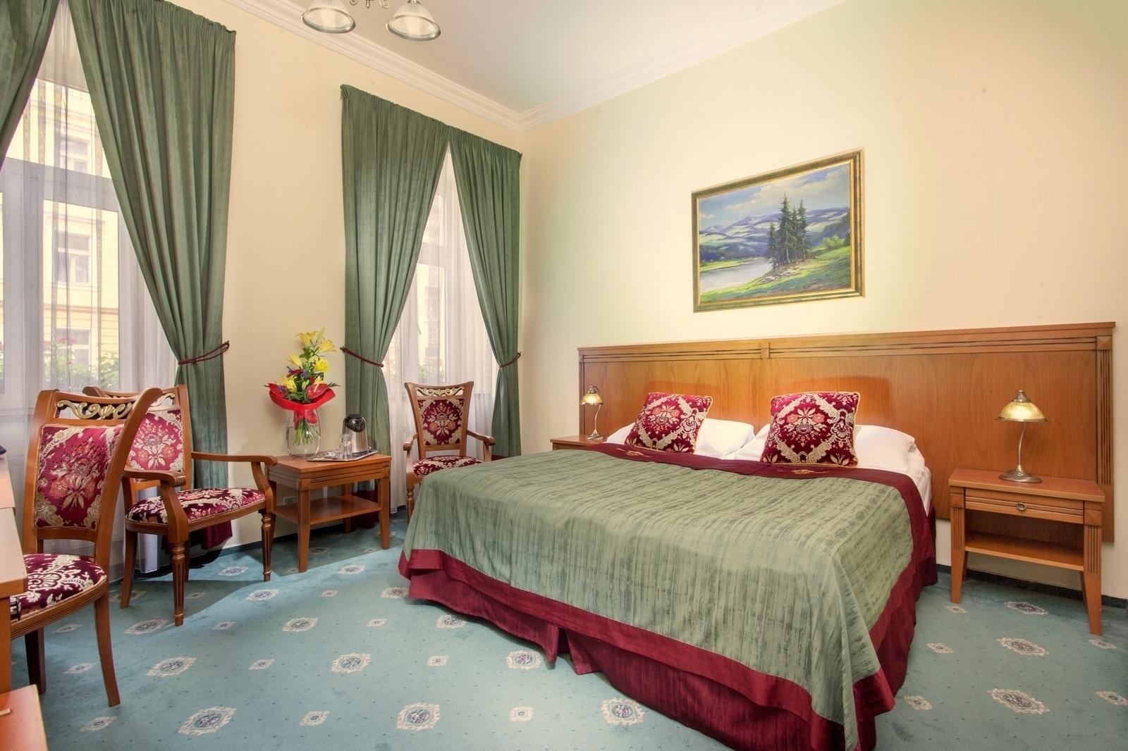 Rooms at hotel green garden hotel accommodation prague for Green garden rooms